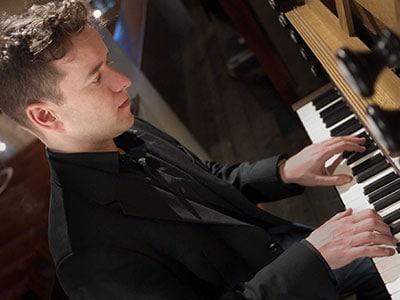 Daniel Moult, organist