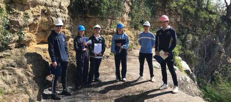 U6 Geologists at VV