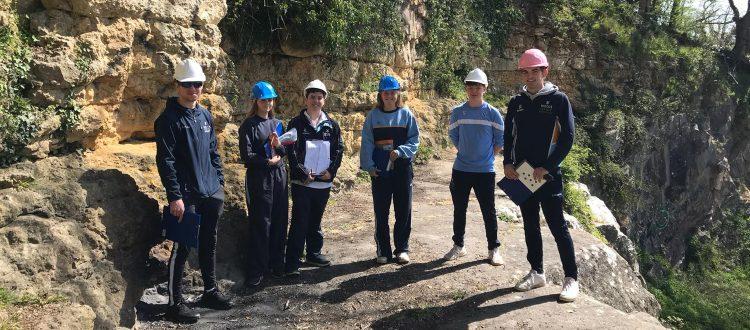 U6 Geologists at VV